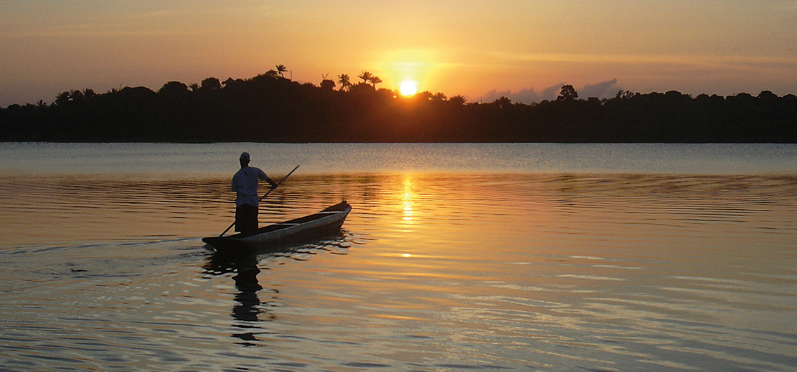 Reise in Brasilien, Abendstimmung auf dem Amazonas
