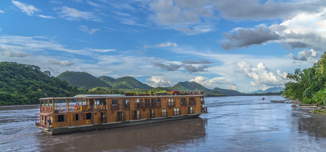 Reise in Laos, Unterwegs mit der Mekong Pearl