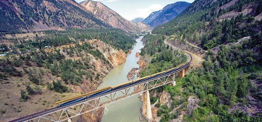 Rocky Mountaineer am Fraser River